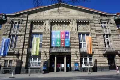 Das Theater Lübeck hat die geplante Performance auf der Gollan-Werft abgesagt. Die Produktion wird als Internet-Stream gezeigt.