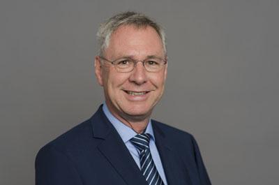 Torsten Geerdts, Staatssekretär im Innenministerium des Landes Schleswig-Holstein, übergab in Lübeck die ersten drei Förderbescheide. Foto: Frank Peter