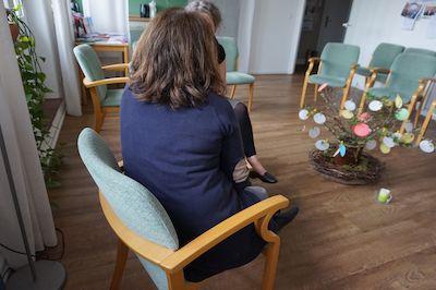 Viele Menschen mit Trauerfällen freuen sich über entlastende Gespräche im Trauercafè der Lübecker Hospizbewegung. Foto: Tom Stender