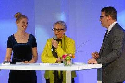 Sarah Bünneke (links) und Thomas Waldner im Gespräch mit Uni-Präsidentin Gabriele Gillesen-Kaesbach. Fotos/O-Ton: Harald Denckmann