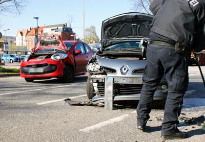 Beide Autos wurden stark beschädigt und waren nicht mehr fahrbereit. Fotos: Oliver Klink