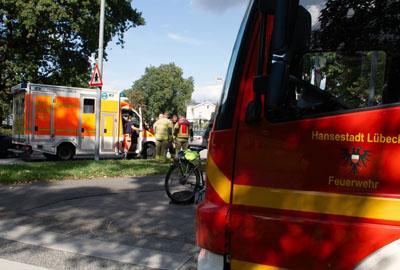 Der Radfahrer wurde bei dem Unfall nach den ersten Angaben nur leicht verletzt. Fotos: VG