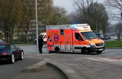 Der Junge wurde mit dem Rettungswagen ins Krankenhaus gebracht. Fotos: Stefan Strehlau