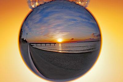 Der Blick in die Glaskugel zeigte am Sonntag immerhin einen schönen Sonnenaufgang. Fotos: Karl Erhard Vögele