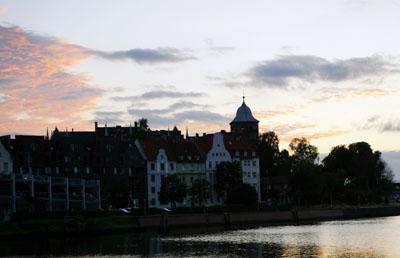Am Montagabend erreichte die Warmfront Lübeck. Fotos: JW
