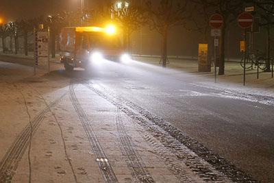 Bereits am frühen Samstagmorgen wurden die größeren Straßen gestreut. Fotos: Karl Erhard Vögele