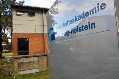 Auf der unverbindlichen Infoveranstaltung in der Guerickestraße 6 - 8 erfahren Interessierte alles über die Voraussetzungen, Inhalte und Fördermöglichkeiten der Meisterlehrgänge mit Start im Mai oder im Herbst.