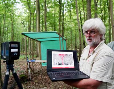 Mit einem 60.000 Euro teuren Laserscanner wird der Stadtwald genau vermessen. Holzzuwachs und CO2-Speicherung sind höher als in anderen Wäldern. Fotos: JW