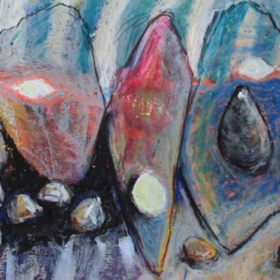 Uta Bettels (Keramik), Kirsten Kögel (Textilkunst) und Ursula Cravillon-Werner (Malerei)  stellen im Berkentienhaus aus. Foto: Beate Cewe.