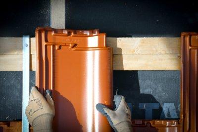 mehr weihnachtsgeld und renten plus f r dachdecker hl. Black Bedroom Furniture Sets. Home Design Ideas