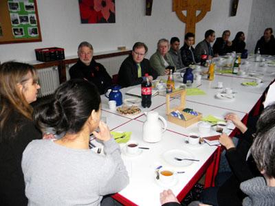Die elf Jugendlichen konnten ihre Probleme mit den Politikern diskutieren. Fotos: Lutz Roeßler/Gemeindediakonie