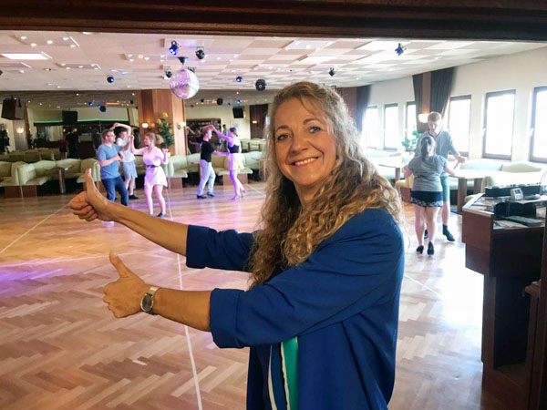 Bettina Huber-Beuss freut sich: Am 31. Mai starten die ersten Tanzkurse. Foto: privat