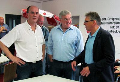 Rudolf Mildenberger mit Andreas Sankewitz und Uwe Polkaehn. Foto: IGBCE
